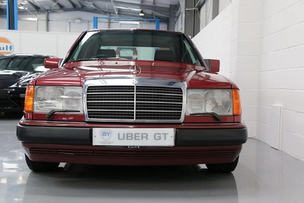 Mercedes-Benz 300 D in Stunning Condition and Low Mileage 9
