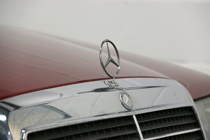 Mercedes-Benz 300 D in Stunning Condition and Low Mileage 16