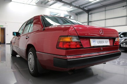 Mercedes-Benz 300 D in Stunning Condition and Low Mileage 3