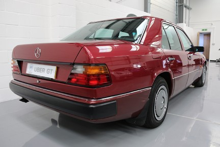 Mercedes-Benz 300 D in Stunning Condition and Low Mileage 5