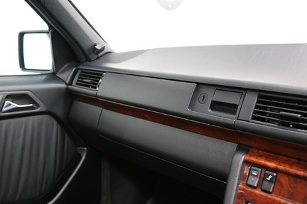 Mercedes-Benz 300 D in Stunning Condition and Low Mileage 25