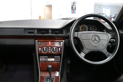 Mercedes-Benz 300 D in Stunning Condition and Low Mileage 11
