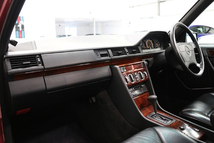 Mercedes-Benz 300 D in Stunning Condition and Low Mileage 4