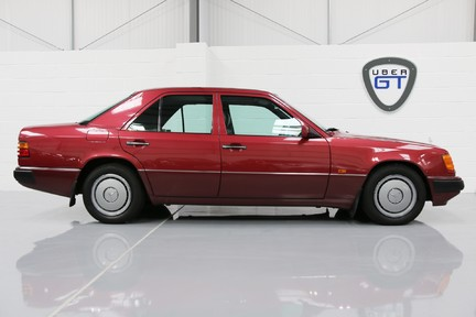 Mercedes-Benz 300 D in Stunning Condition and Low Mileage 1