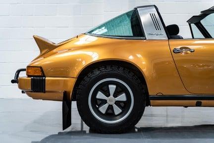 Porsche 911 Targa Safari Goldfinger 24