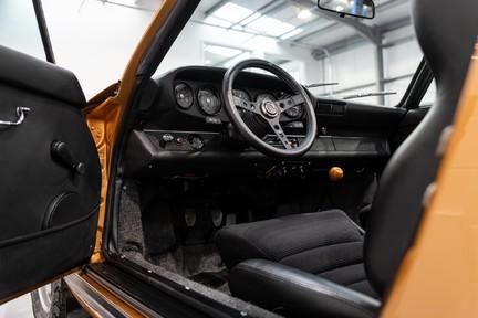 Porsche 911 Targa Safari Goldfinger 35