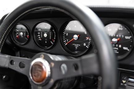 Porsche 911 Targa Safari Goldfinger 37