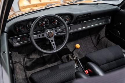 Porsche 911 Targa Safari Goldfinger 38