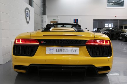 Audi R8 Spyder V10 Quattro with the Ultimate Specification 8