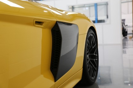 Audi R8 Spyder V10 Quattro with the Ultimate Specification 27