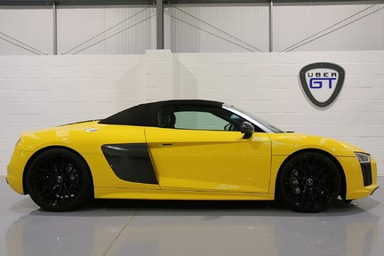 Audi R8 Spyder V10 Quattro with the Ultimate Specification 23