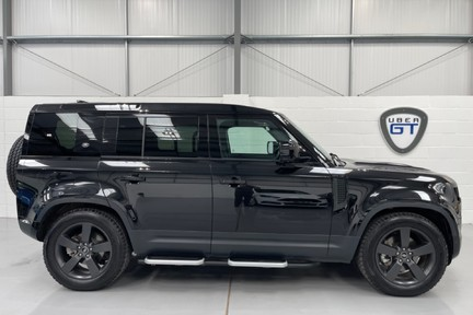 """Land Rover Defender 110 S - 7 Seats, Sunroof and 20"""" Wheels 1"""