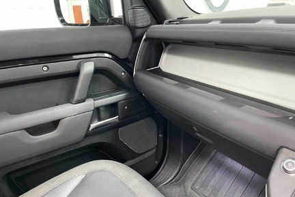 """Land Rover Defender 110 S - 7 Seats, Sunroof and 20"""" Wheels 6"""