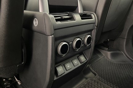 """Land Rover Defender 110 S - 7 Seats, Sunroof and 20"""" Wheels 21"""