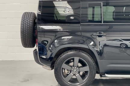 """Land Rover Defender 110 S - 7 Seats, Sunroof and 20"""" Wheels 17"""