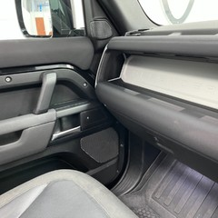 """Land Rover Defender 110 S - 7 Seats, Sunroof and 20"""" Wheels 2"""