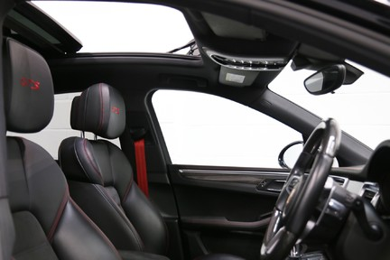 Porsche Macan GTS with Panoramic Roof, PDLS+ and More 14