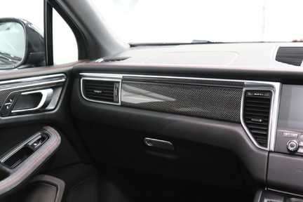 Porsche Macan GTS with Panoramic Roof, PDLS+ and More 22