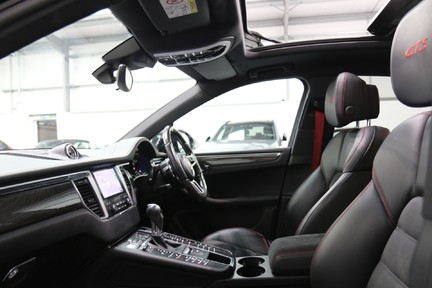 Porsche Macan GTS with Panoramic Roof, PDLS+ and More 28