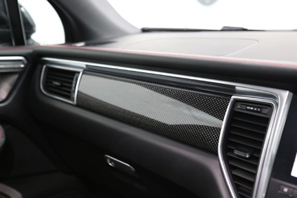 Porsche Macan GTS with Panoramic Roof, PDLS+ and More 31