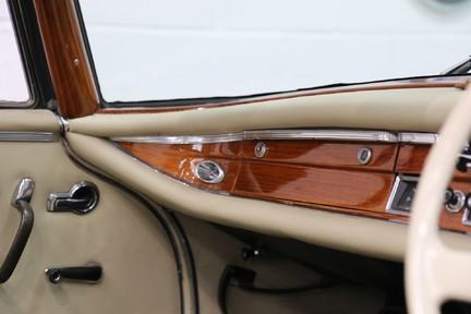 Mercedes-Benz 300 SE - Amazing Rare Classic 38