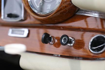 Mercedes-Benz 300 SE - Amazing Rare Classic 26