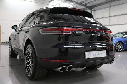 Porsche Macan S with Panoramic Roof, BOSE, 18-Way Seats and More 3