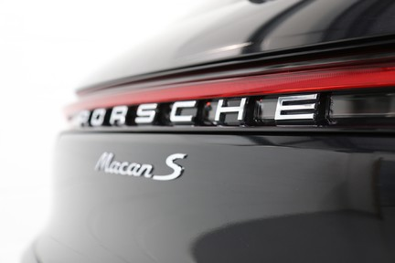 Porsche Macan S with Panoramic Roof, BOSE, 18-Way Seats and More 27