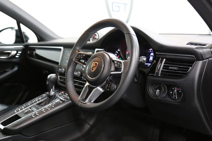 Porsche Macan S with Panoramic Roof, BOSE, 18-Way Seats and More 6