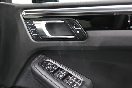 Porsche Macan S with Panoramic Roof, BOSE, 18-Way Seats and More 17