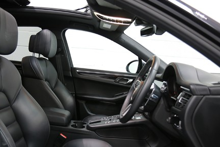 Porsche Macan S with Panoramic Roof, BOSE, 18-Way Seats and More 8