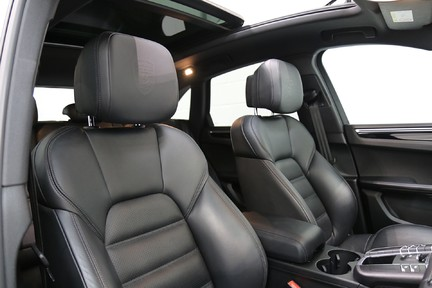 Porsche Macan S with Panoramic Roof, BOSE, 18-Way Seats and More 20