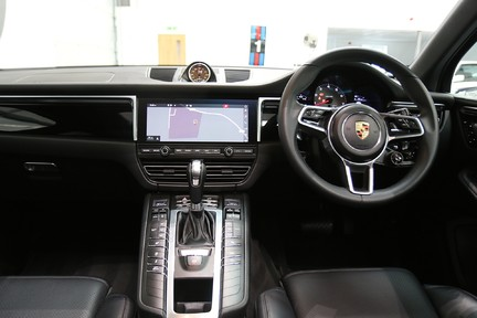 Porsche Macan S with Panoramic Roof, BOSE, 18-Way Seats and More 23