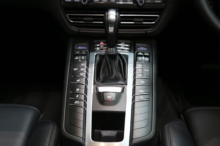 Porsche Macan S with Panoramic Roof, BOSE, 18-Way Seats and More 24