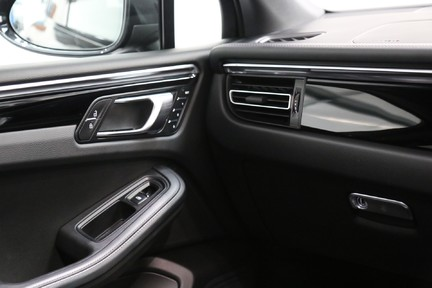 Porsche Macan S with Panoramic Roof, BOSE, 18-Way Seats and More 25
