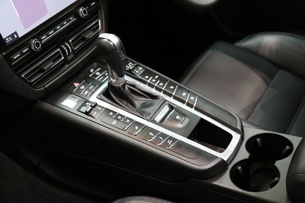 Porsche Macan S with Panoramic Roof, BOSE, 18-Way Seats and More 16