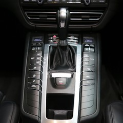 Porsche Macan S with Panoramic Roof, BOSE, 18-Way Seats and More 1