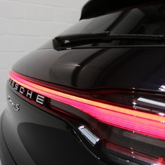 Porsche Macan S with Panoramic Roof, BOSE, 18-Way Seats and More 4