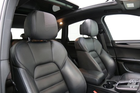 Porsche Macan S with Panoramic Roof, BOSE, 18-Way Seats and More Specification