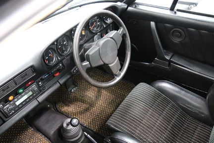 Porsche 911 SC Coupe - Wonderful Classic with Character 32