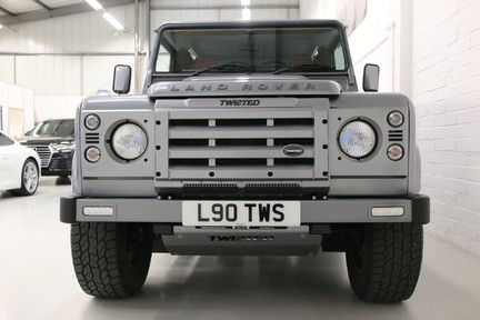 Land Rover Defender 90 TD XS Station Wagon / Rare Auto Box and Twisted Perf Upgrades 7