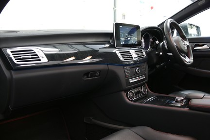 Mercedes-Benz CLS CLS400 AMG Line, One Owner with FMBSH 4