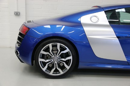 Audi R8 V10 Quattro Manual Coupe with B&O and Rev Camera 14