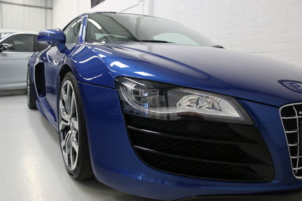 Audi R8 V10 Quattro Manual Coupe with B&O and Rev Camera 19