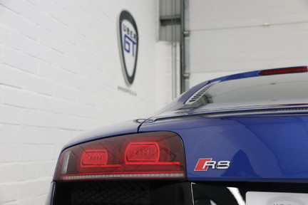 Audi R8 V10 Quattro Manual Coupe with B&O and Rev Camera 28