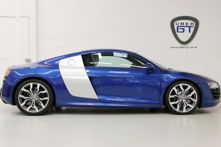 Audi R8 V10 Quattro Manual Coupe with B&O and Rev Camera 1