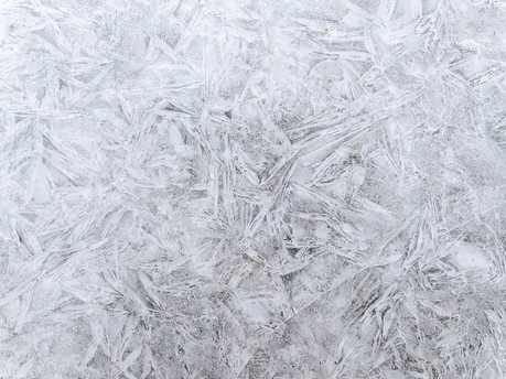 How to defrost your windscreen safely