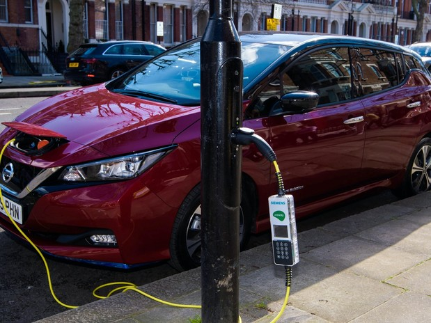 Car industry urges ministers to drive incentives for electric vehicle purchases