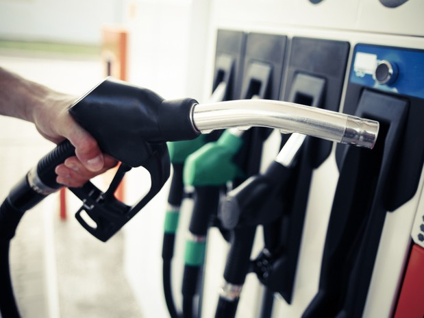 Drivers set to enjoy fuel price cut as low oil demand drives down cost, says RAC