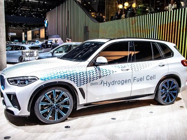 A BMW I Vision Hydrogen NEXT BMW concept car in a showroom
